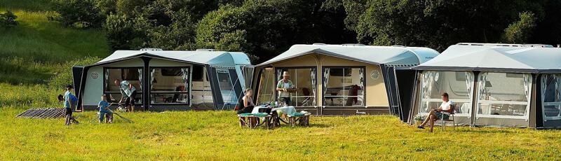Wohnwagen oder Wohnmobil: Camping mit dem Wohnwagen im Freien
